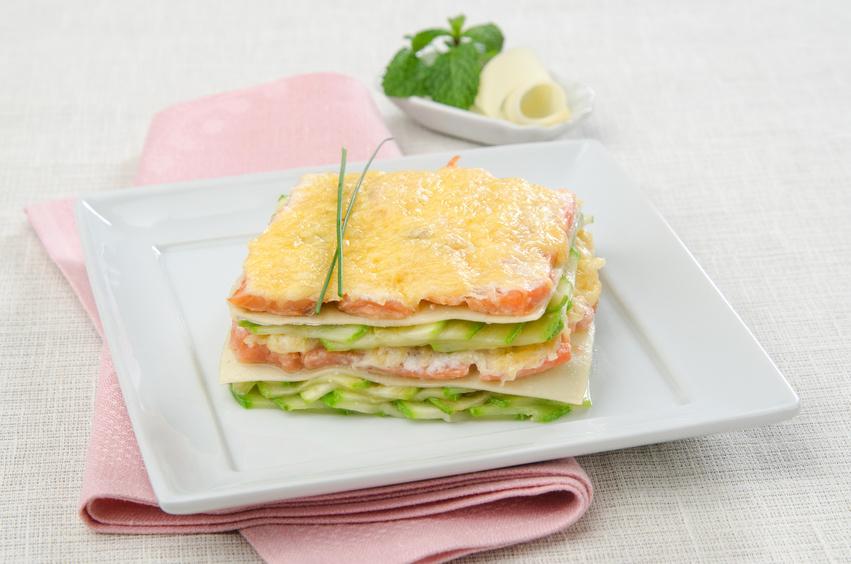 weiße Lasagne mit Zucchini und Lachs